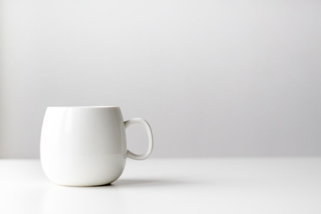 白いマグカップ